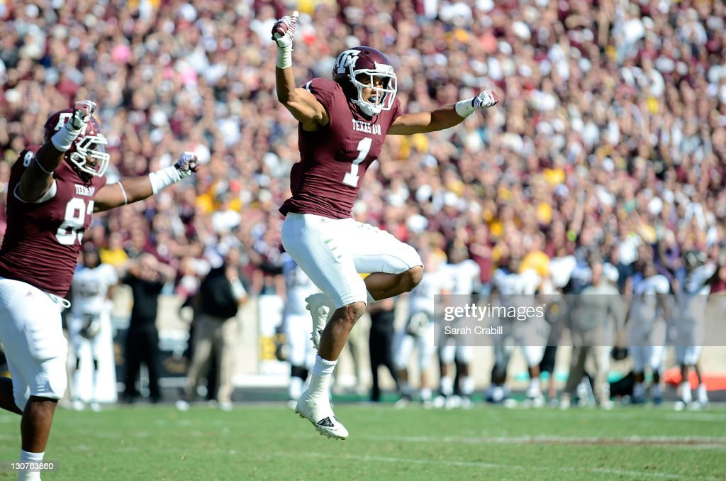 <a gi-track='captionPersonalityLinkClicked' href=/galleries/search?phrase=Trent+Hunter&family=editorial&specificpeople=202047 ng-click='$event.stopPropagation()'>Trent Hunter</a> #1 of the Texas A&M Aggies celebrates a missed field goal during a game against the Missouri Tigers at Kyle Field on October 29, 2011 in College Station, Texas. The Missouri Tigers defeated the Texas A&M Aggies 38-31.