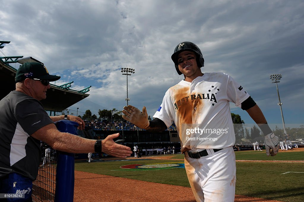 <a gi-track='captionPersonalityLinkClicked' href=/galleries/search?phrase=Trent+Oeltjen&family=editorial&specificpeople=839083 ng-click='$event.stopPropagation()'>Trent Oeltjen</a> of Australia returns to the dugout during the World baseball Classic Final match between Australia and South Africa at Blacktown International Sportspark on February 14, 2016 in Sydney, Australia.