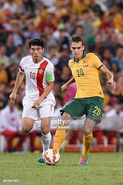 Trent Sainsbury of Australia passes the ball during the 2015 Asian Cup match between China PR and the Australian Socceroos at Suncorp Stadium on...