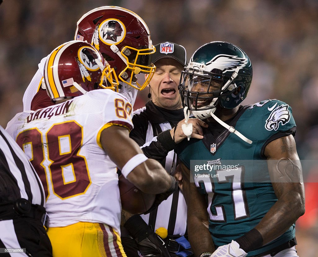 Trent Williams and Pierre Garcon of the Washington Redskins argue with Malcolm Jenkins of the Philadelphia Eagles on December 26 2015 at Lincoln...