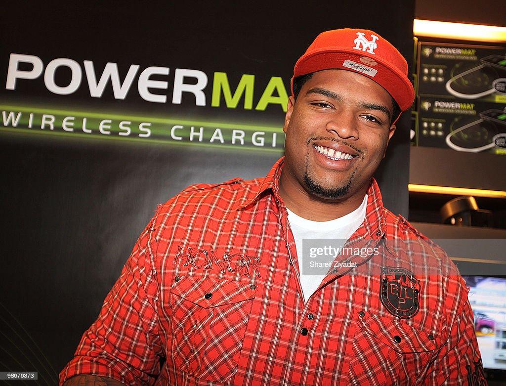 s et images de NFL Players Visit The Sean John Store