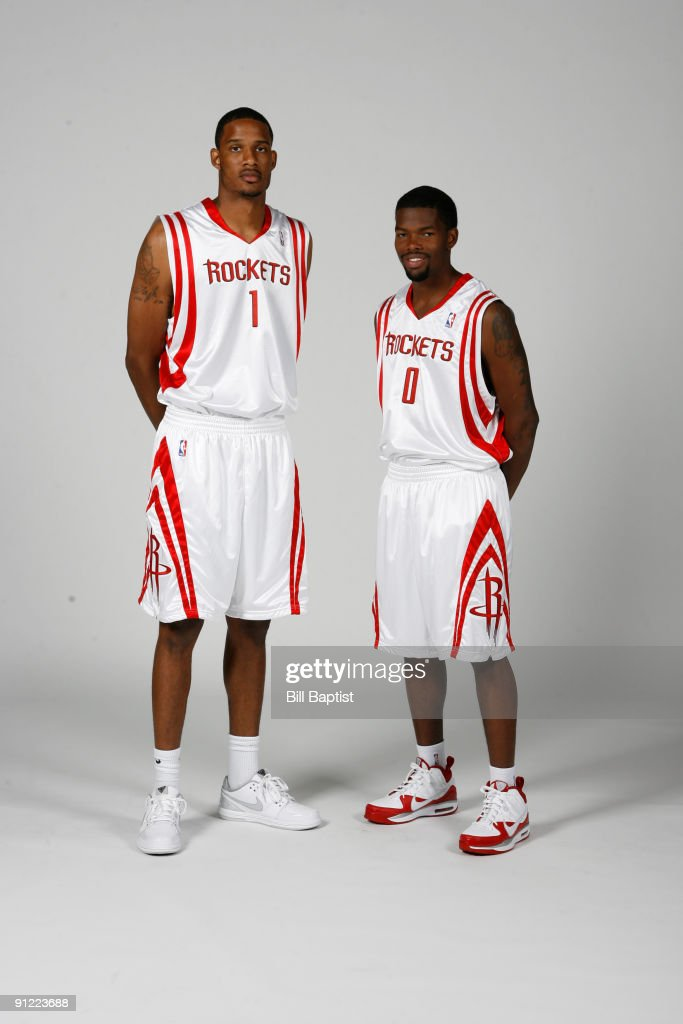 ¿Cuánto mide Ricky Rubio? - Altura - Real height Trevor-ariza-and-aaron-brooks-of-the-houston-rockets-pose-for-photos-picture-id91223688