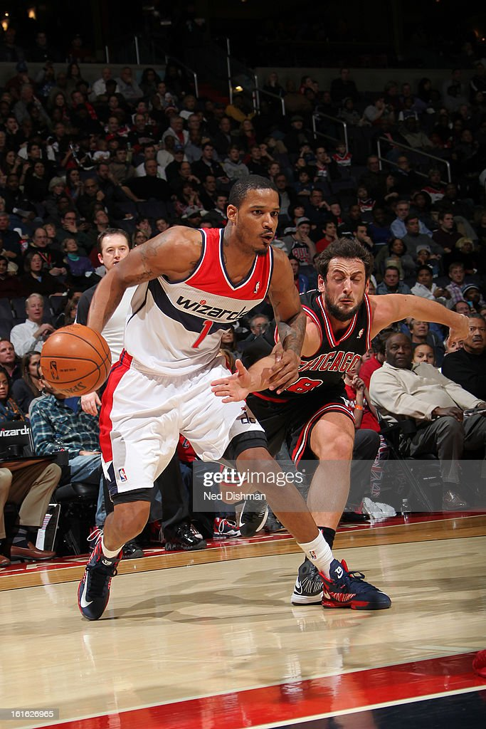 Trevor Ariza #1 of the Washington Wizards drives to the basket against the Chicago Bulls at the Verizon Center on January 26, 2013 in Washington, DC.