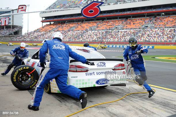 Trevor Bayne Roush Fenway Racing AdvoCare Ford Fusion pit crew cross over to the left side on a pit stop under caution during the Monster Energy...