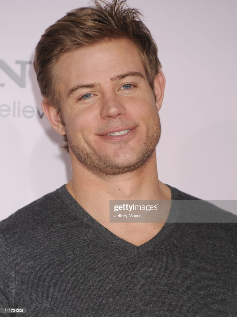 <a gi-track='captionPersonalityLinkClicked' href=/galleries/search?phrase=Trevor+Donovan&family=editorial&specificpeople=4313407 ng-click='$event.stopPropagation()'>Trevor Donovan</a> arrives at 'The Vow' Los Angeles Premiere at Grauman's Chinese Theatre on February 6, 2012 in Hollywood, California.