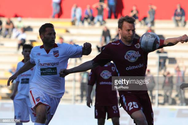 Trevor Trevisan difensore dell'AC Reggiana libera l'area di rigore durante la gara di Lega Pro girone B tra Teramo Calcio 1913 e AC Reggiana presso...