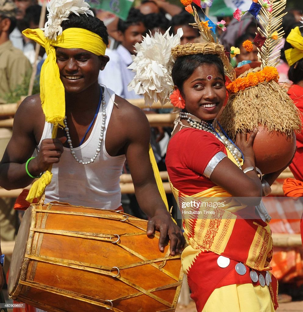 Tribal girls perform traditional dance during an election rally of Trinamool Congress at Morhabadi ground on April 5 2014 in Ranchi India Mamta...