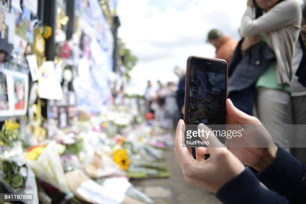 Tribute on the Golden Gates of Kensington Palace ahead of the 20th anniversary of Princess Diana's death London on August 31 2017 People gathered to...