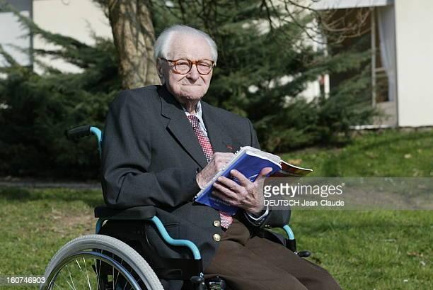 Tribute To Last Hairy 1418 Michel TISSIER mobilisé en mars 1918 au 3ème chasseurs à pied de Chambéry à 105 ans assis dans un fauteuil roulant...