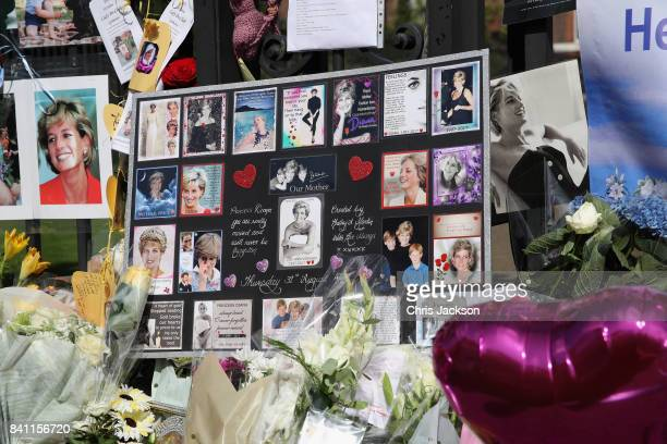 Tributes and flowers at the Gates of Kensington Palace on the 20th anniversary of the death of Princess Diana at Kensington Palace on August 31 2017...