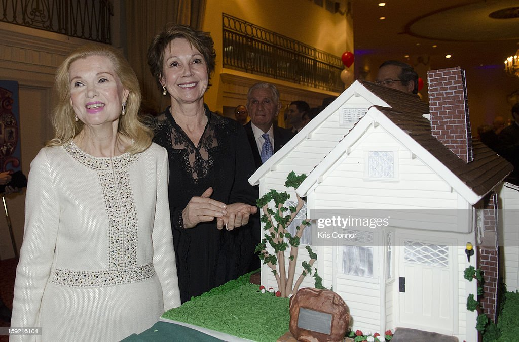 Tricia Nixon Cox and Julie Nixon Eisenhower pose for a photo with the birthday cake during President Nixon's 100th Birthday Gala on January 9, 2013 in Washington, United States.