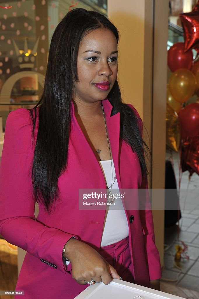 <a gi-track='captionPersonalityLinkClicked' href=/galleries/search?phrase=Trina&family=editorial&specificpeople=4195629 ng-click='$event.stopPropagation()'>Trina</a> attends the PANDORA celebrates Mother's Day at PANDORA at Perimeter Mall on May 4, 2013 in Atlanta, Georgia.
