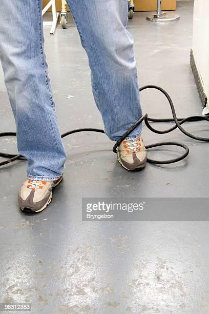 Stolpern auf eine Elektrische Kabel