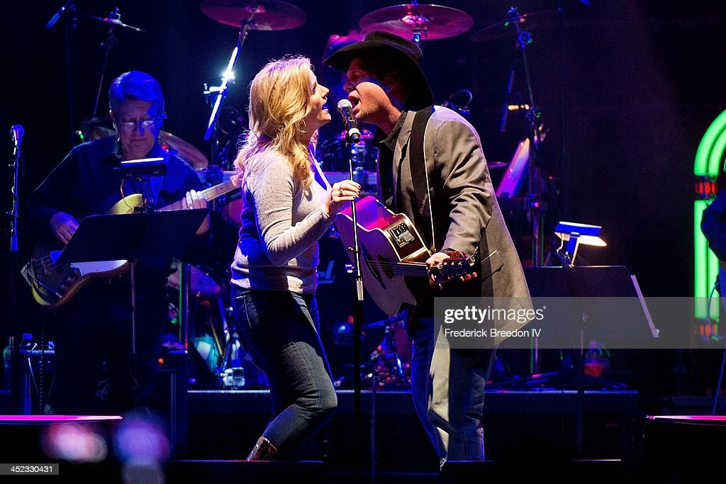 Trisha Yearwood and <a gi-track='captionPersonalityLinkClicked' href=/galleries/search?phrase=Garth+Brooks&family=editorial&specificpeople=206288 ng-click='$event.stopPropagation()'>Garth Brooks</a> perform during Playin' Possum! The Final No Show Tribute To George Jones at Bridgestone Arena on November 22, 2013 in Nashville, Tennessee.