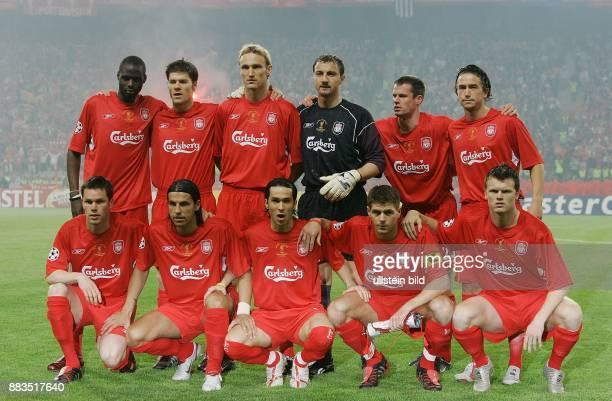 UEFA Champions League Saison 2004/2005 Finale AC MailandFC Liverpool 56 nach Elfmeterschießen Liverpooler Mannschaft hintere Reihe Djimi Traore Xabi...