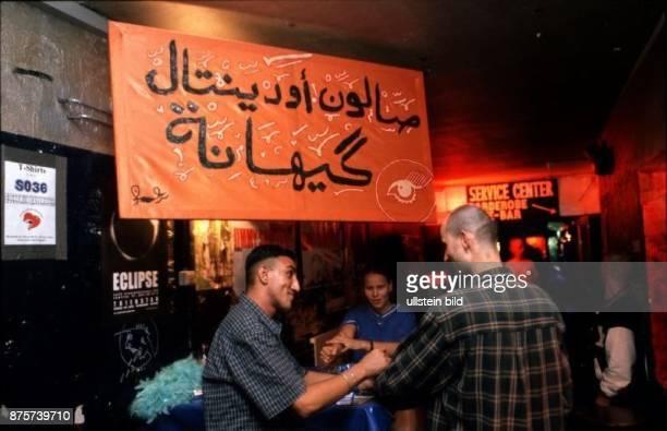 Türkische Party im Club SO 36 in Gäste am Eingang 1999