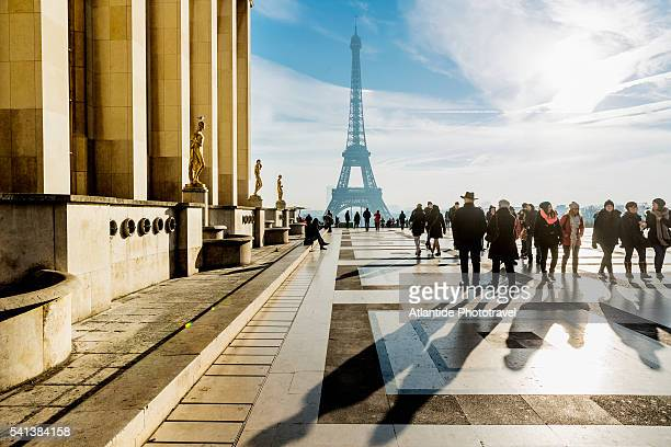 Trocadero, Place des Droits de l'Homme (Rights of Man Square), the Palais (palace) de Chaillot and, on the background, the Tour (tower) Eiffel