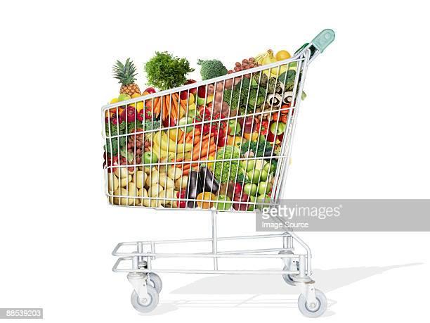 Une valise pleine de fruits et légumes