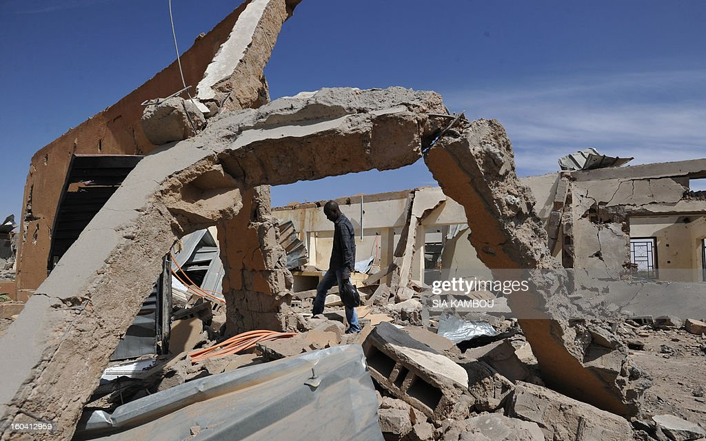 Troops from Niger and Mali on January 29, 2013 entered the town of Ansongo which along with Gao was recaptured by French-led soldiers over the weekend in a lightning offensive against radicals holding Mali's north. Photo shows a building destroyed by French aerial bombing. AFP PHOTO / SIA KAMBOU