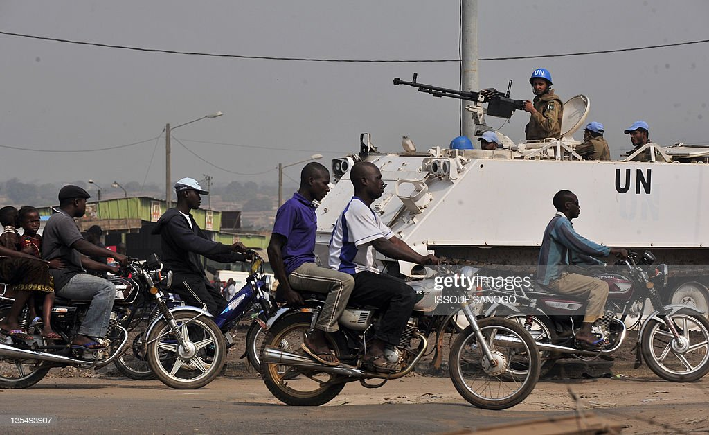 Opération Licorne et ONUCI (doc) Troops-of-the-un-peacekeeping-operation-in-ivory-coast-secure-a-on-picture-id135493907