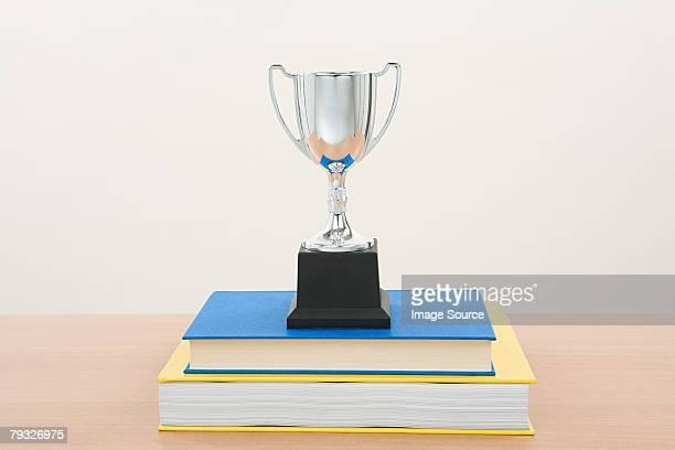 Trofeo e un libro