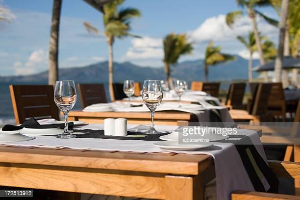 Tropical Dinner Setting