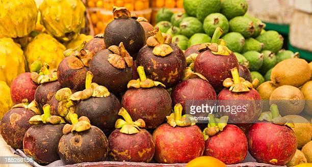 Fruta Tropical para la venta en un mercado en América del Sur