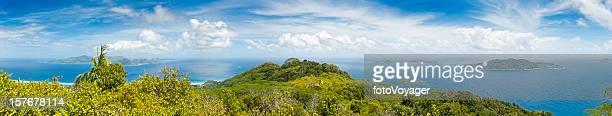 熱帯の島最高のパノラマに広がるターコイズ色の海、緑豊かな熱帯雨林のラグーン