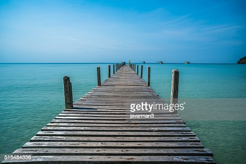 Tropical sea and wooden pier, holiday background : Stock Photo