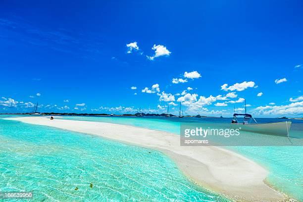 Banc de sable sur la plage de sable blanc tropicale de Los Roques Venezuela