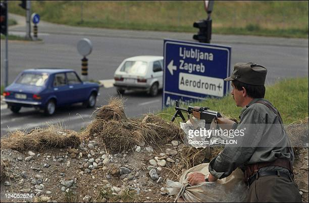 Troubles at the Austrian Yugoslavian border In Yugoslavia On July 04 1991 Slovakian soldier at the AustrianYugoslavian border in Sentilj