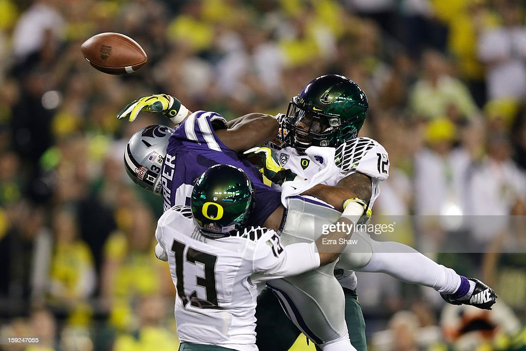 Troy Hill #13 and Brian Jackson #12 of the Oregon Ducks break up a pass intended for Chris Harper #3 of the Kansas State Wildcats during the Tostitos Fiesta Bowl at University of Phoenix Stadium on January 3, 2013 in Glendale, Arizona.