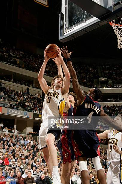 Troy Murphy of the Indiana Pacers shoots over Ben Wallace of the Cleveland Cavaliers at Conseco Fieldhouse on February 10 2009 in Indianapolis...