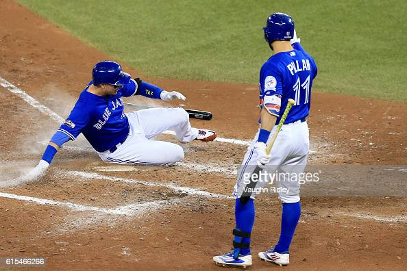 Troy Tulowitzki of the Toronto Blue Jays scores a run off of a single to center field hit by Ezequiel Carrera in the fourth inning against Corey...