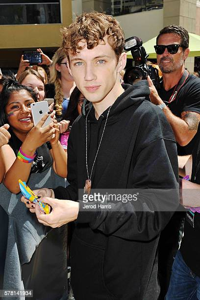 Troye Sivan poses with fans at SweeTARTS and Troye Sivan kick off their new 'Follow Your Tart' campaign with free concert at Horton Plaza Park on...