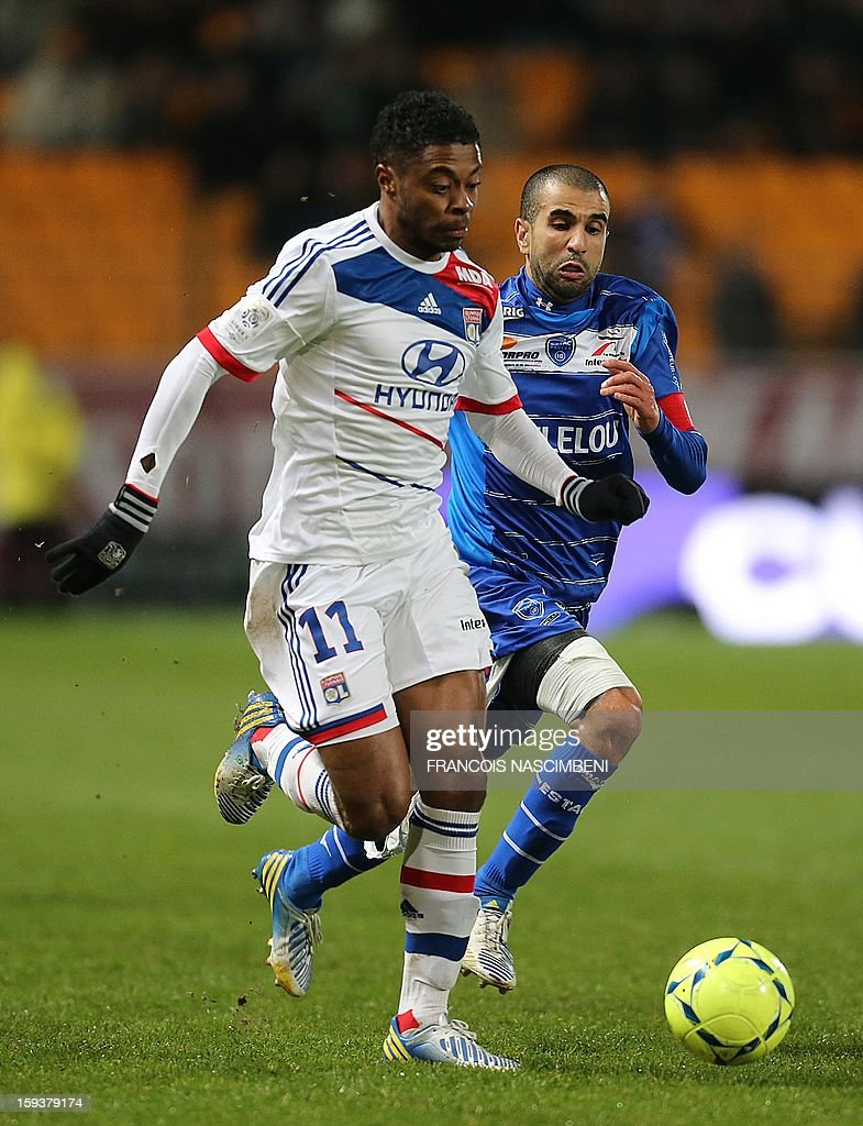 Troyes' defender Mounir Obbadi (R) vies with Lyon's midfielder Bastos (L) during a French L1 football match between Troyes and Lyon on January 12, 2013 at the Aube Stadium in Troyes. AFP PHOTO / FRANCOIS NASCIMBENI