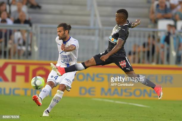 Troyes' defender Oswaldo Vizcarrondo vies with Bordeaux's Guinean forward Francois Kamano during the French Ligue 1 football match between Bordeaux...