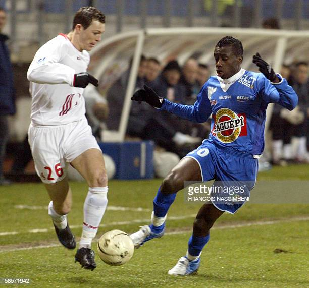 Troyes' French midfielder Blaise Matuidi vies with Lille's Swiss defender Stephan Lichsteiner during their French L1 football match 11 January 2006...