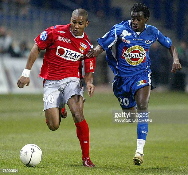 Troyes midfielder Blaise Matuidi vies with Lyon's Florent Malouda during their French L1 football match TroyesLyon 04 February 2007 at the Aube...