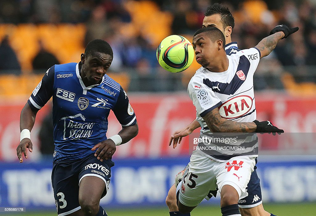 Troyes' French defender Chris Mavinga (L) vies for the ball with Bordeaux's forward Malcom (R) during the French L1 football match between Troyes (ESTAC) and Bordeaux (FCGB) on April 30, 2016 at the Aube Stadium in Troyes, eastern France.