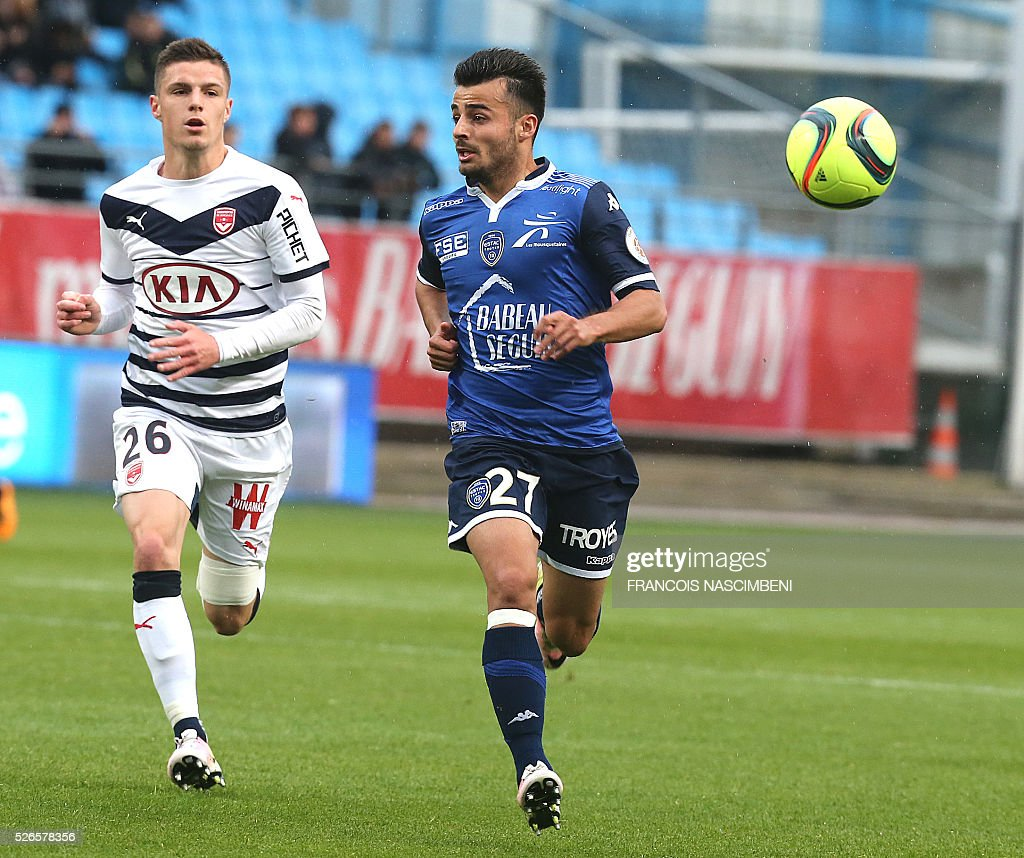 Troyes' French forward Corentin Jean (R) viesfor the ball with Bordeaux's French defender Frederic Guilbert (L) during the French L1 football match between Troyes (ESTAC) and Bordeaux (FCGB) on April 30, 2016 at the Aube Stadium in Troyes, eastern France.