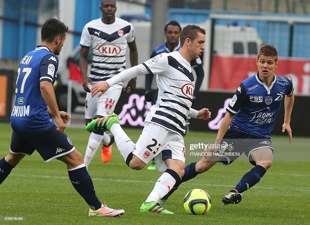 Troyes' French midfielder Alois Confais (R) vies for the ball with Bordeaux's Argentinian midfielder Valentin Vada (C) during the French L1 football match between Troyes (ESTAC) and Bordeaux (FCGB) on April 30, 2016 at the Aube Stadium in Troyes, eastern France.