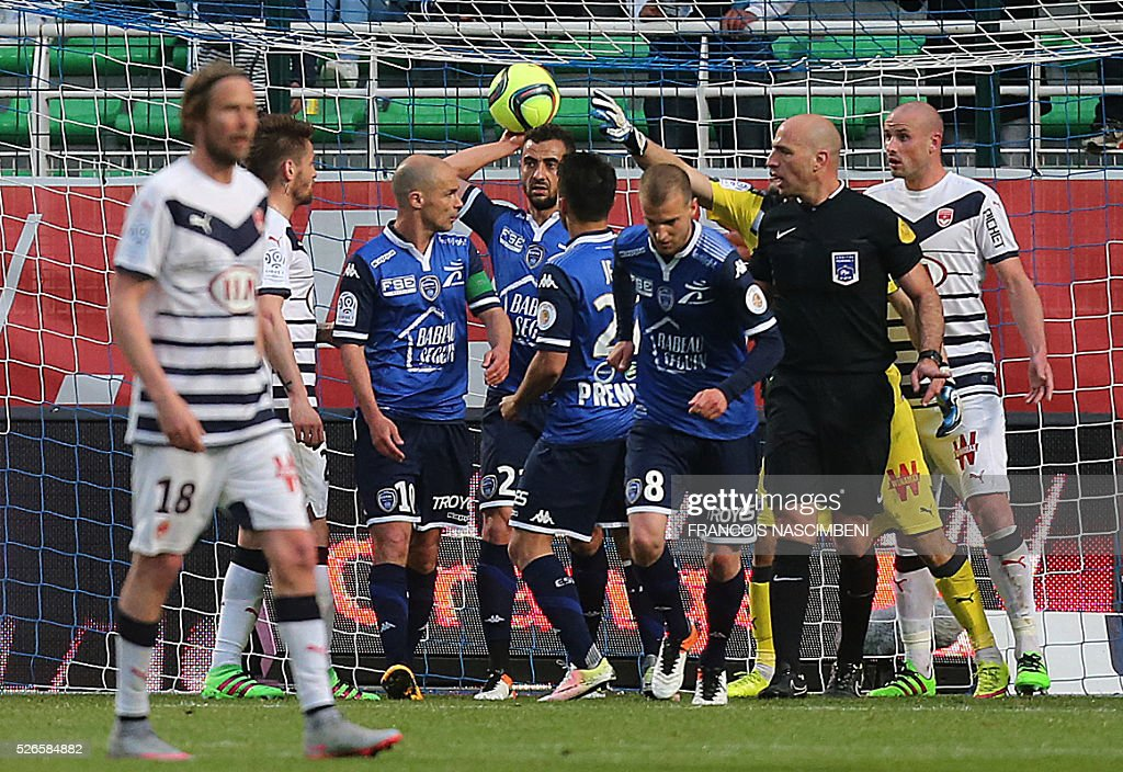 Troyes' French midfielder Benjamin Nivet (3rd L) celebrates with teammates after scoring a goal during the French L1 football match between Troyes (ESTAC) and Bordeaux (FCGB) on April 30, 2016 at the Aube Stadium in Troyes, eastern France.
