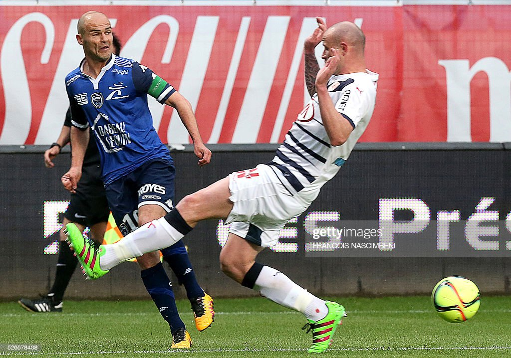 Troyes' French midfielder Benjamin Nivet (L) vies for the ball with Bordeaux's French defender Nicolas Pallois (R) during the French L1 football match between Troyes (ESTAC) and Bordeaux (FCGB) on April 30, 2016 at the Aube Stadium in Troyes, eastern France.