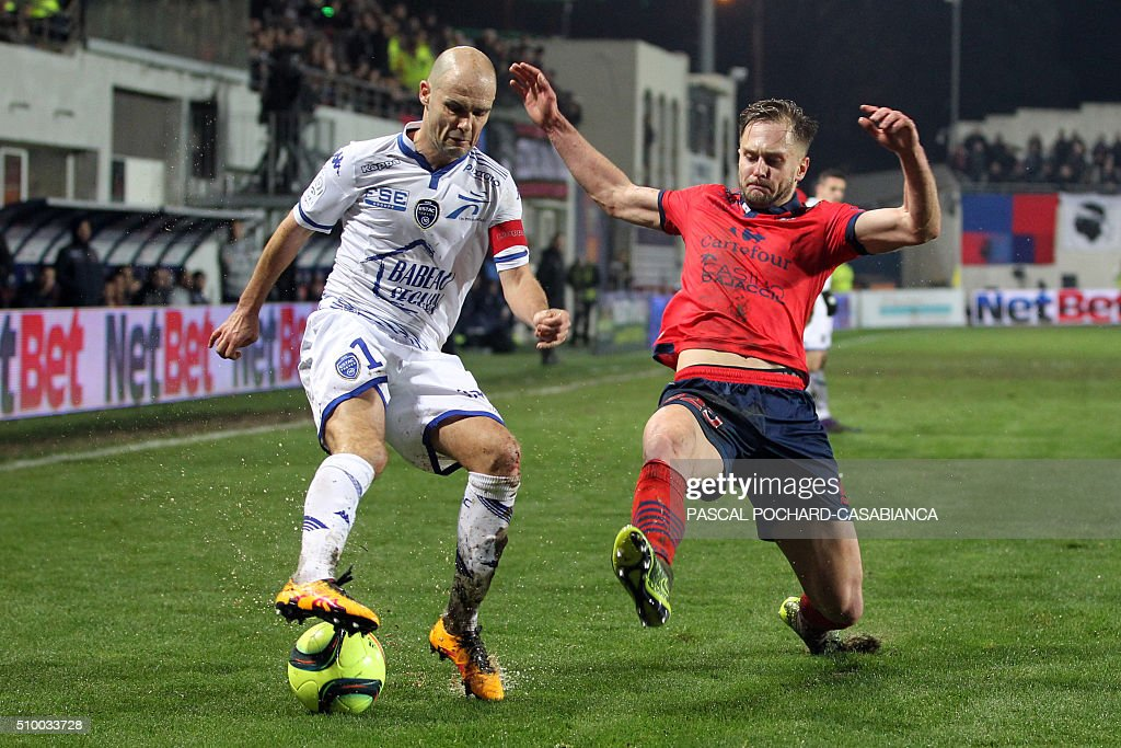 Troyes' French midfielder Benjamin Nivet vies with Ajaccio's Croatian midfielder Damjan Djokovic during the French L1 football match between Gazelec Ajaccio (GFCA) and Troyes (ESTAC) on February 13, 2016, at the Ange Casanova stadium in Ajaccio, on the French Mediterranean island of Corsica. AFP PHOTO / PASCAL POCHARD-CASABIANCA / AFP / PASCAL POCHARD-CASABIANCA