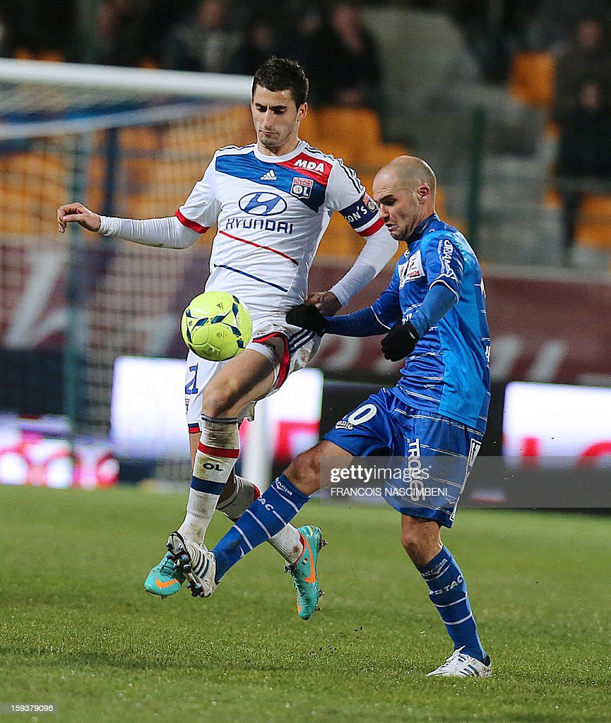 Troyes' French midfielder Benjamin Nivet (R) vies with Lyon's midfielder Maxime Gonalons (L) during a French L1 football match between Troyes and Lyon on January 12, 2013 at the Aube Stadium in Troyes.