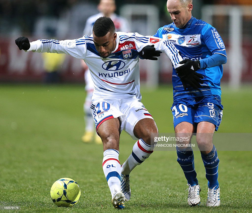Troyes' French midfielder Benjamin Nivet (R) vies with Lyon's midfielder Alexandre Lacazette during a French L1 football match between Troyes and Lyon on January 12, 2013 at the Aube Stadium in Troyes.