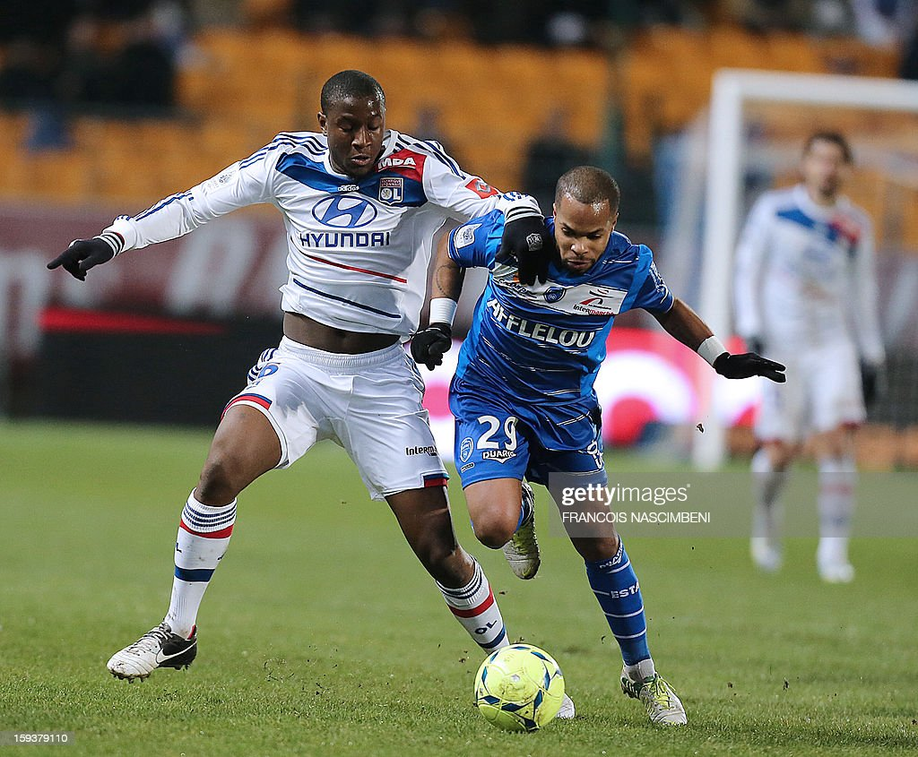 Troyes' French midfielder Quentin Othon (R) vies with Lyon's midfilder Guïda Fofana (L) during a French L1 football match between Troyes and Lyon on January 12, 2013 at the Aube Stadium in Troyes.