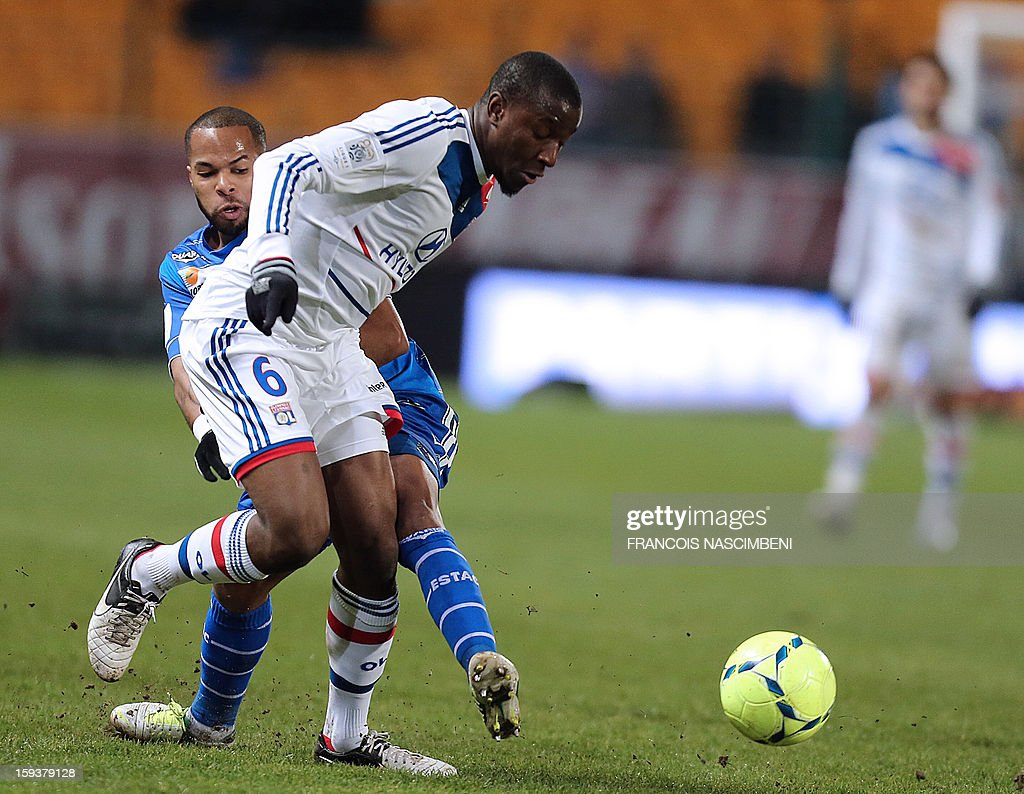 Troyes' French midfielder Quentin Othon (L) vies with Lyon's midfilder Guïda Fofana (L) during a French L1 football match between Troyes and Lyon on January 12, 2013 at the Aube Stadium in Troyes. AFP PHOTO / FRANCOIS NASCIMBENI