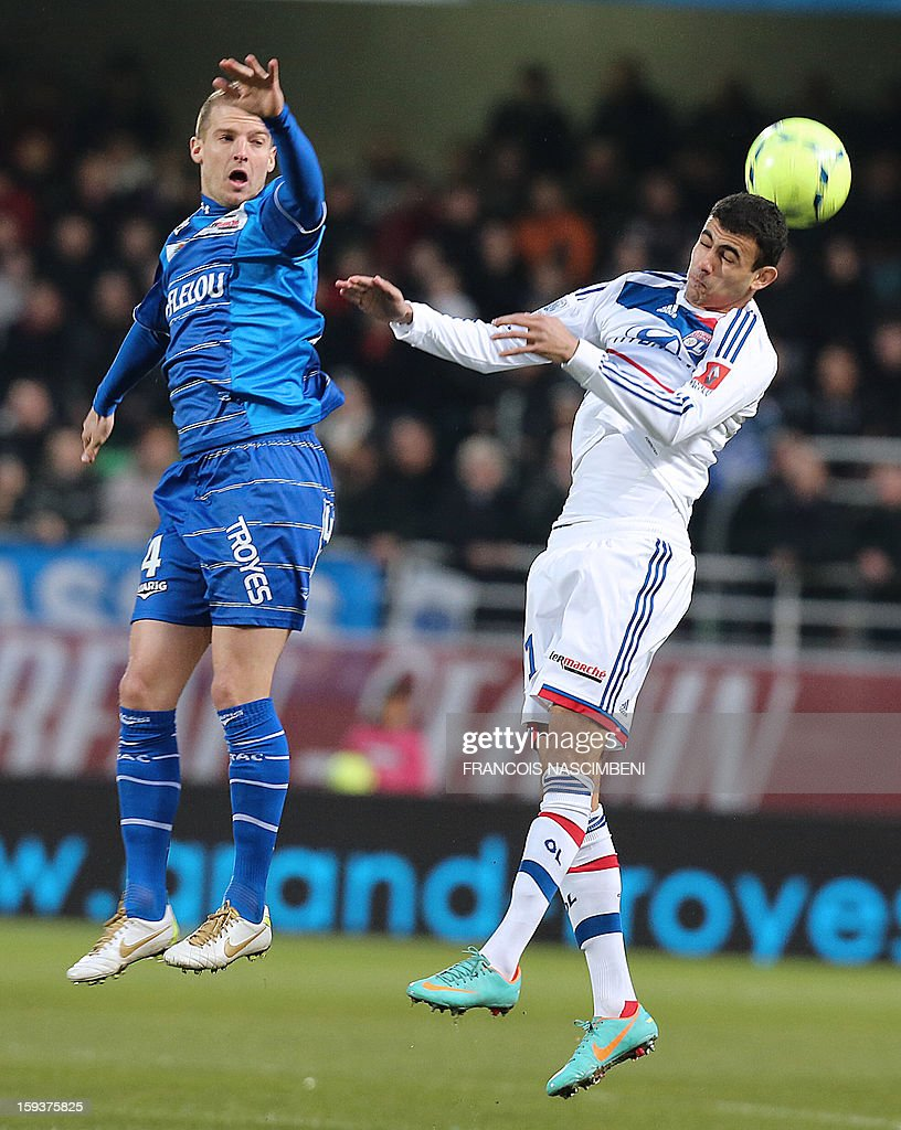 Troyes' French midfielder Stephane Darbion (L) vies with Lyon's forward Rachid Ghezzal (R) during a French L1 football match between Troyes and Lyon on January 12, 2013 at the Aube Stadium in Troyes. AFP PHOTO / FRANCOIS NASCIMBENI